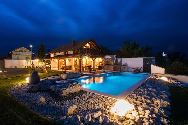Hand made Villa sa grijanim vanjskim bazenom, spa