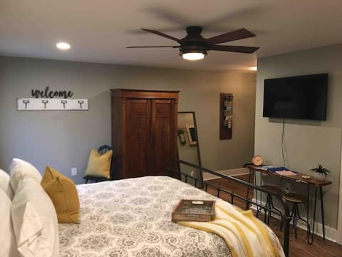 New! Completely Remodeled! Christmann House Suite