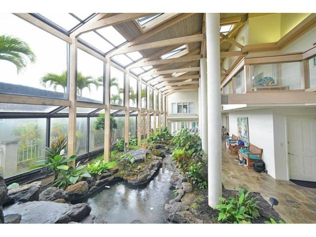 Large bedroom in very large executive home - Aiea - Hus