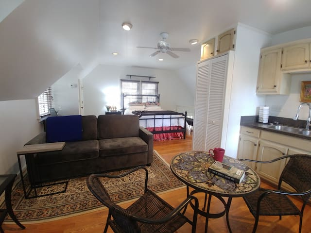 Cozy Carriage House in the Heart of Midtown Tulsa!