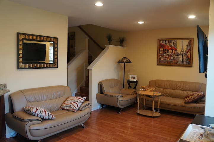 Beautiful 3 BD townhouse with a finished basement!