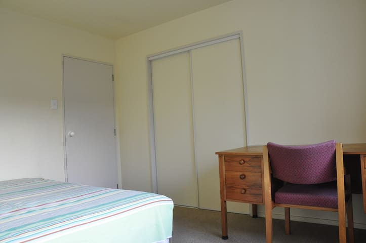 SUNNY double bedroom in Rolleston