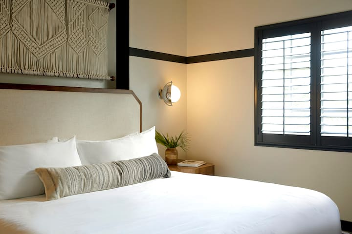 Cozy King in Boutique Hotel - Mid Beach