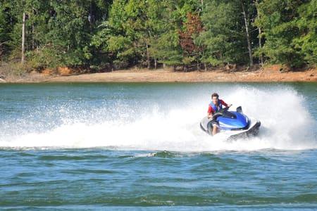 The Ultimate Lake Lanier Getaway - Gainesville - Huis
