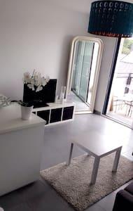 Studio neuf, lumineux avec balcon - เรนเนอส์