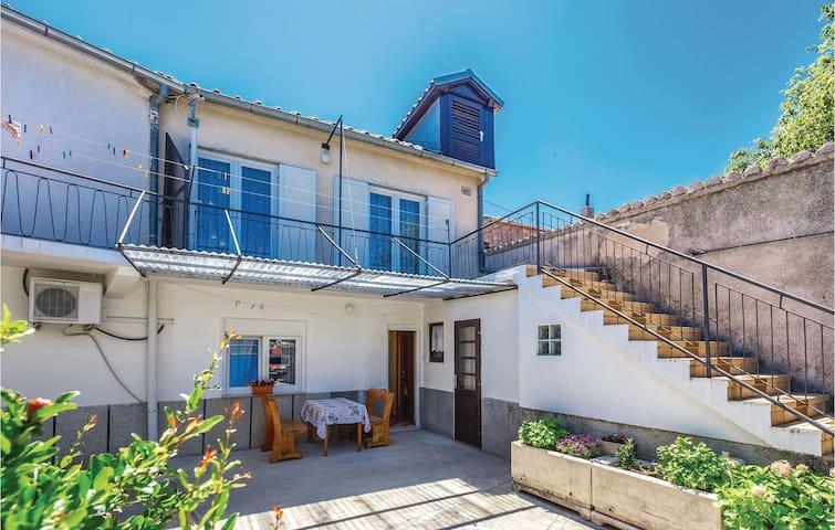 Terraced house with 2 bedrooms on 58m² in Novi Vinodolski