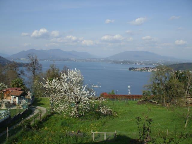 Casa  con vista lago e giardino - Dagnente - Hus