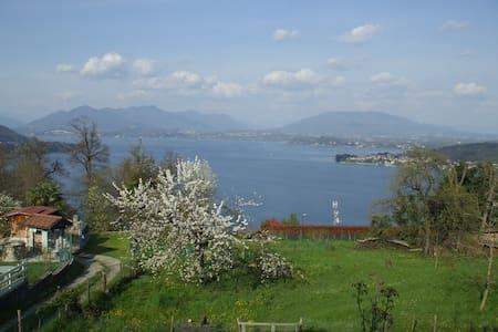Casa  con vista lago e giardino - Dagnente
