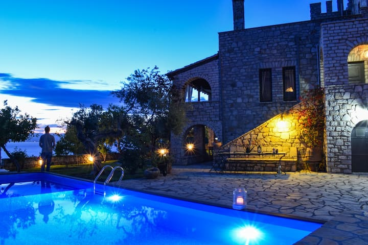 Castle w/pool, Panoramic seaview, Perfect location