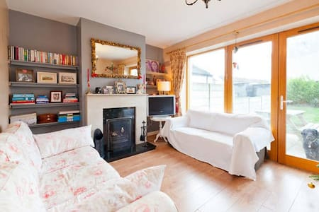 Double bedroom in cosy house - Sallynoggin - Hus