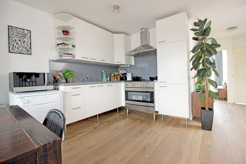 The modern and fully equipped kitchen has everything you'll need