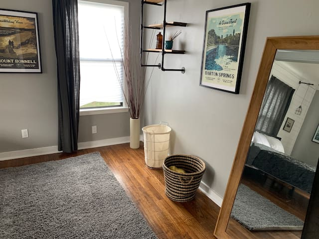 Cozy home in Central Austin, close to everything!