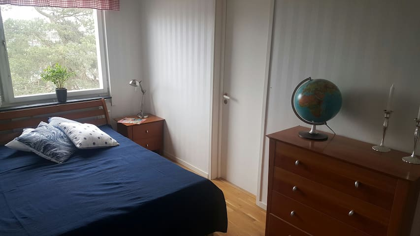 Cozy Room in Big and Warm Apartment - Västerhaninge - Appartement
