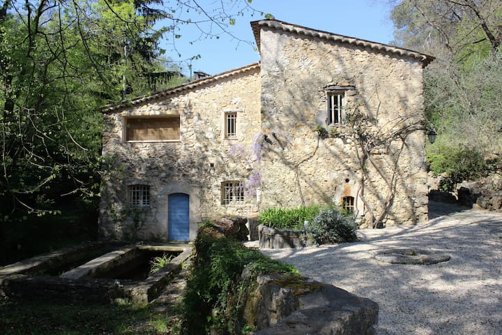 Authentic XVI Centuary Stone Mill, Bed & Breakfast - Roquefort-les-Pins - Bed & Breakfast
