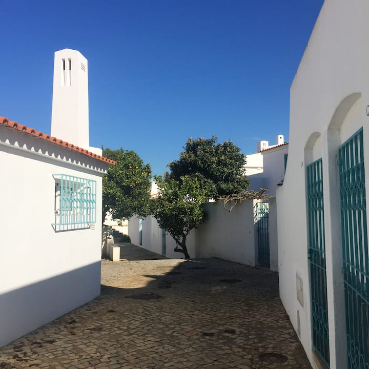 House with 4 bedrooms in Alvor, with wonderful sea view, furnished garden and WiFi - 200 m from the beach
