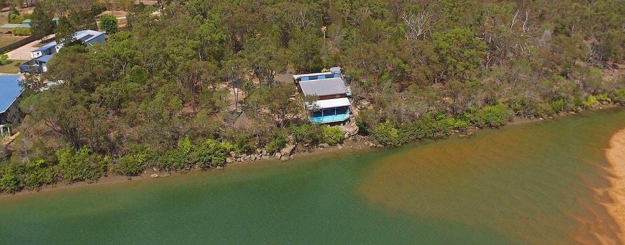 The Boat House on Sandy Point - near Hervey Bay - Pacific Haven