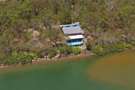 The Boat House on Sandy Point - Burrum River - Pacific Haven