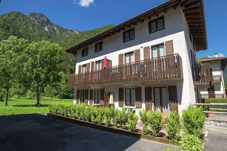 Grand appartement de vacances, vue panoramique sur lac Ledro