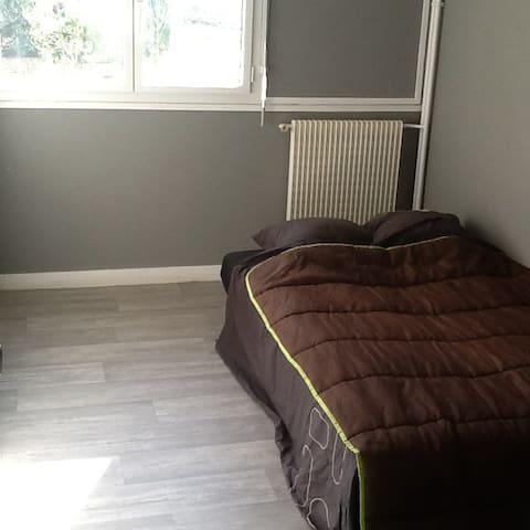appartement 115m carré bien placé. - Saint-Étienne - Bed & Breakfast