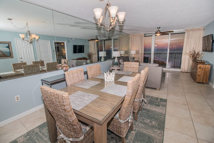 Beautifully renovated PelicanBeach Condo, Gulfview