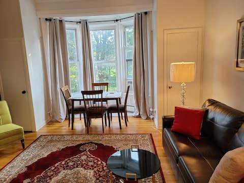Washington Parkside 1 Bedroom In 1800s Brownstone!