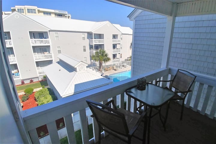 2BR/2BA Gulfside Getaway~Pool View & Beach Access!