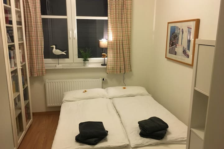 30 min to Elbphilharmonie, comfortable and quiet - Rellingen - Casa