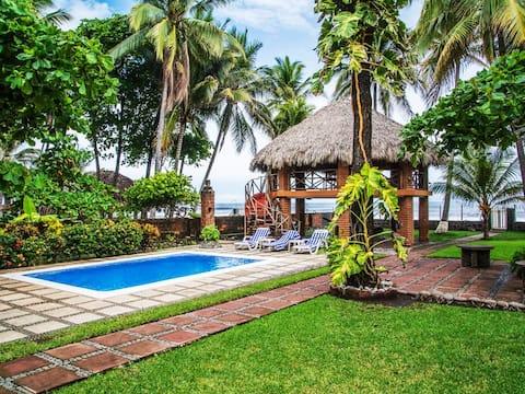"""Casa Tia Tita"" Specialty Beachfront Property"