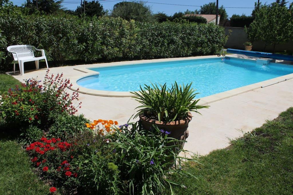 Charmant studio terrasse et piscine proche avignon for Piscine rochefort