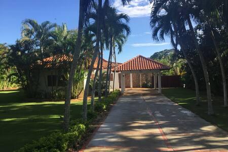 Quiet Villa, excellent location, Golf view. - La Romana