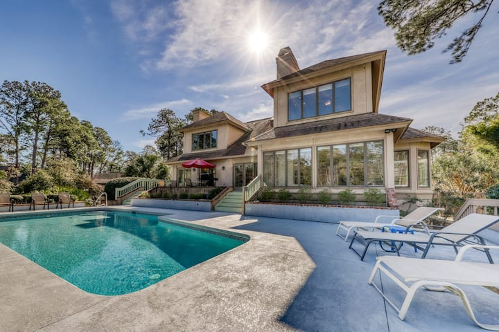 Gorgeous home in Sea Pines with private pool & golf course views!