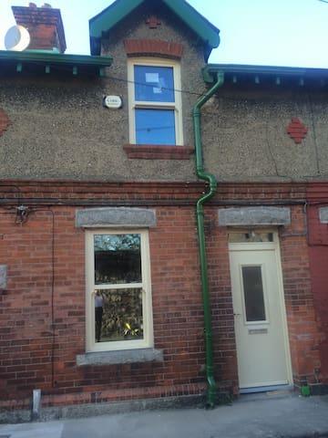 double room-charming terraced house - Sandymount  - House