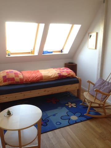 Cozy bed close to the airport (SXF) - Berlin - Apartment