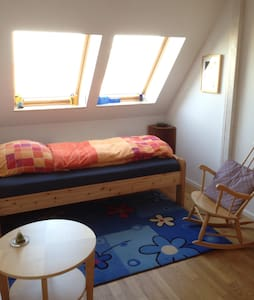 Cozy bed close to the airport (SXF) - Berliini