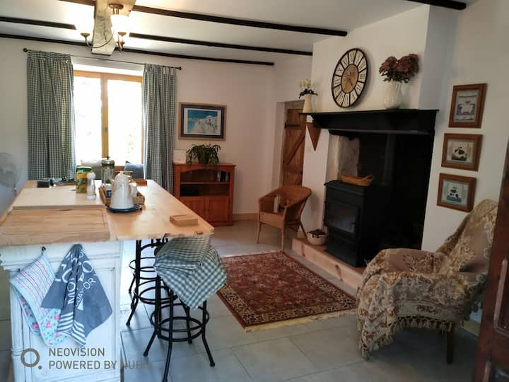 Country house, rural peace, sleeps 6-8