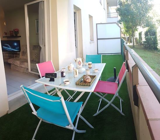 Appartement ensoleillé sur terrasse herborée