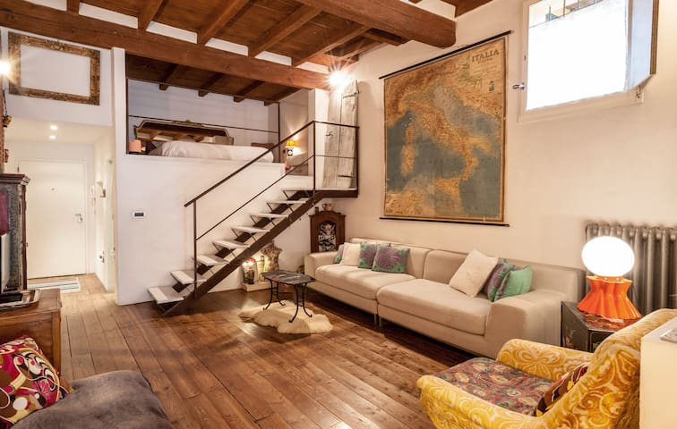 Charming and quiet loft, 5 mins from Two Towers