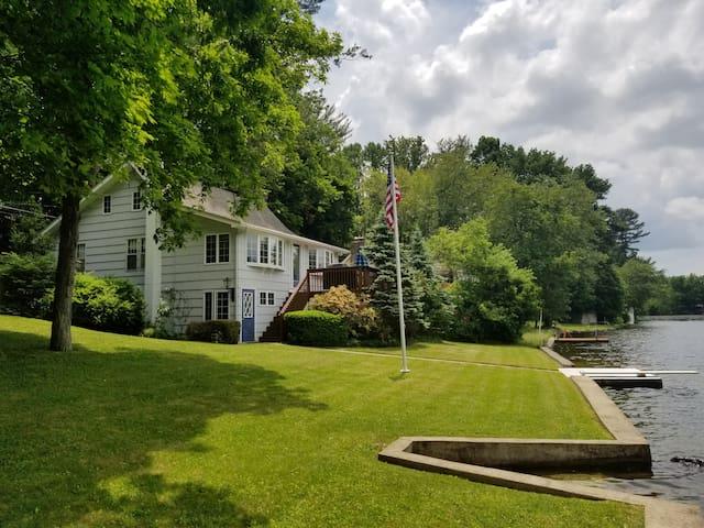 Lake Lenape Cottage..Relaxing.Rejuvenating.Getaway