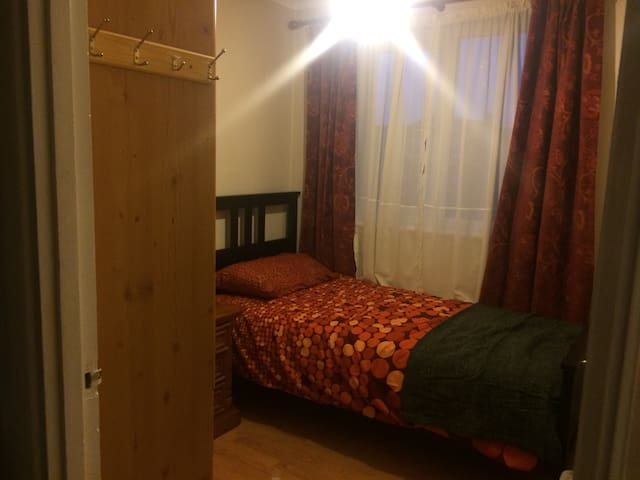 Single room in a family home - Aylesbury