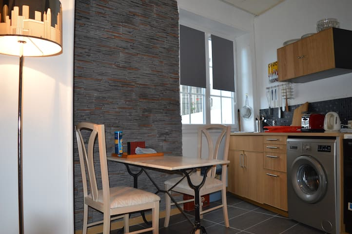 Grand studio 33 m2 près de la plage