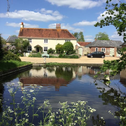 Traditional farmhouse with duckpond - Yapton - Bed & Breakfast