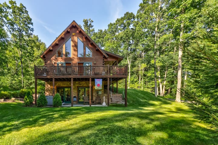 Conveniently located home w/ private hot tub & pool table