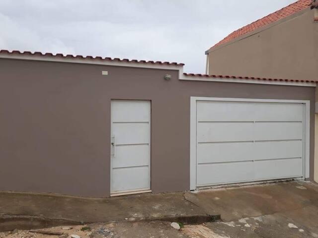 Casa com churrasqueira, garagem e todos utensílios