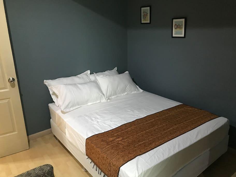 Quiet bedroom, posture pedic mattress and quality bedlinen