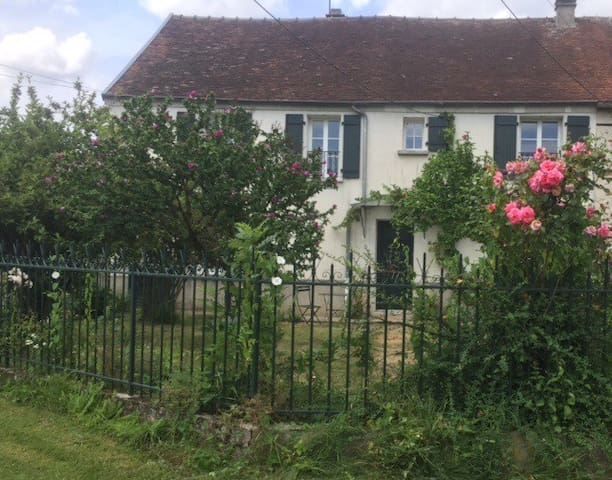 Comfortable cottage in quiet hamlet - Verdelot - House