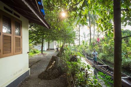 Lakeside Cottage near Vembanadu, Kumarakom