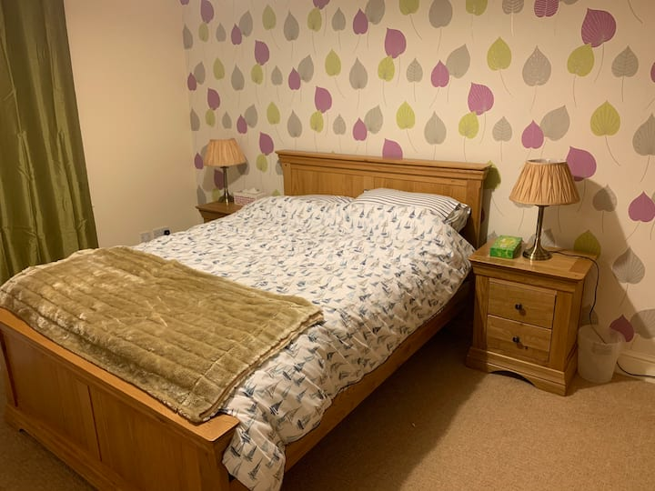 Lovely cosy double bedroom with own bathroom