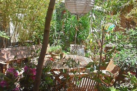 chambre indépendante sur patio à Belleville - París