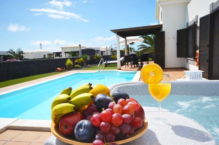 Villa, piscin climat. Wifi JACUZZI - Playa Blanca - Villa