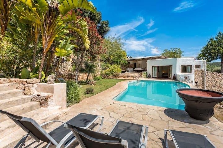 Traditional renovated villa close to town & beach - Santa Eulària des Riu - Villa